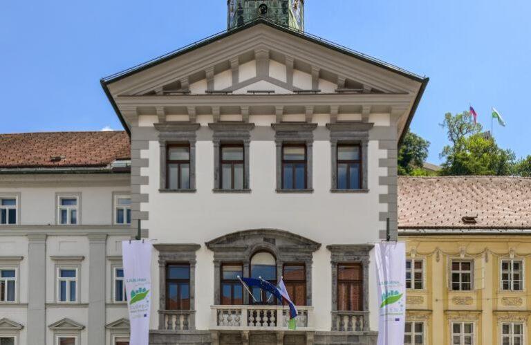 11. Mestna hiša ( Andrej Tarfila )
