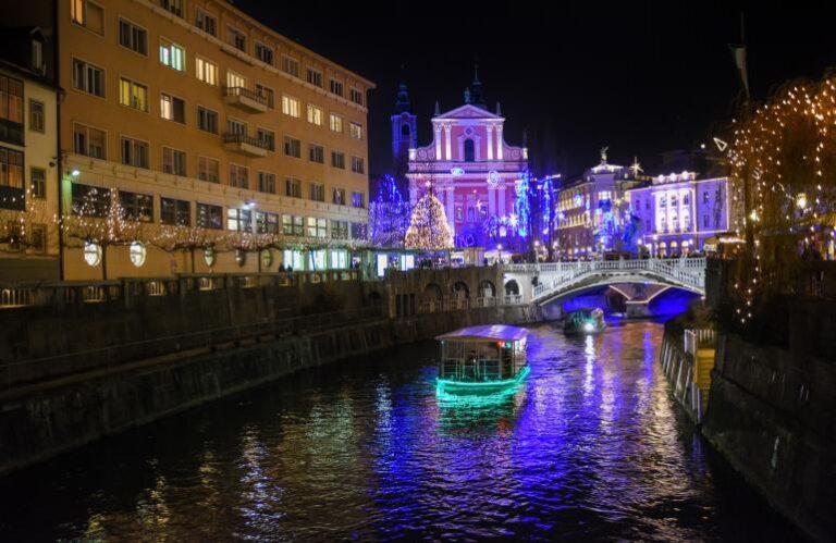 21. Praznična okrasitev in ladjice na Ljubljanici ( Dunja Wedam )