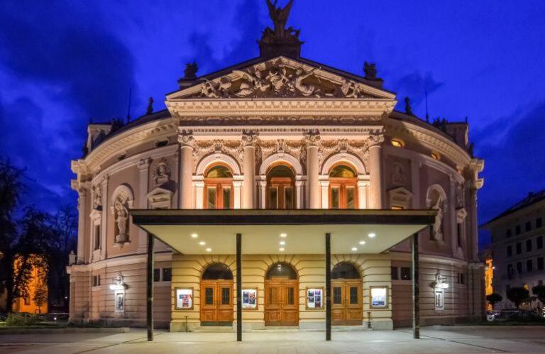 22. Slovensko narodno gledališče in opera in balet ( Dunja Wedam)